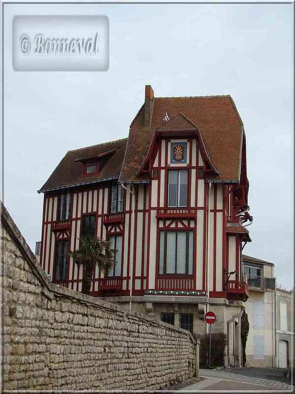 """La Rochelle rue des Deux Moulins Maison au *Chat"""""""