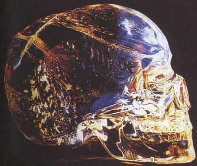 Énigmes Archéologiques:  Mystère des crânes de cristal