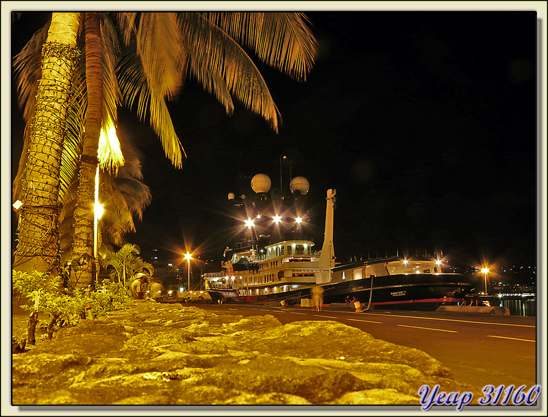"Le yacht ""Arctic P"" by night - Papeete - Tahiti - Polynésie française"