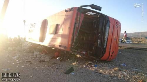 عکس/ واژگونی مرگبار اتوبوس دانش آموزان دختر در داراب