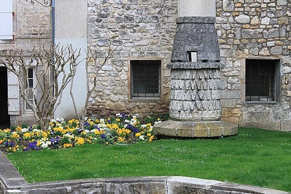 Angoulême 50 cheminée médiévale