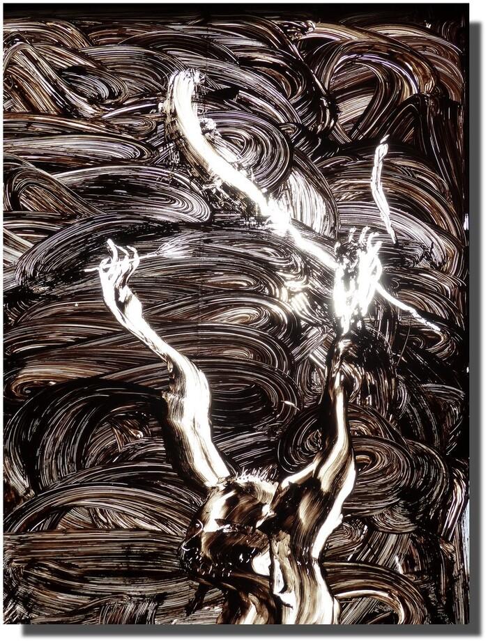 Seuls deux attributs de la Passion ici : dans la main droite du Christ une verge qui a servi à le fouetter et dans sa main gauche une lance ? le roseau avec l'éponge imbibée de vinaigre ? la lumière, au moment de la photo, accuse les contrastes et grille l'éponge...