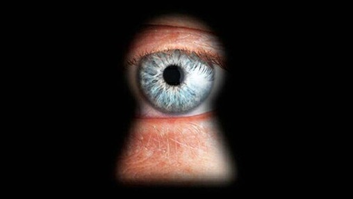 Votre Smartphone vous surveille tous les jours !
