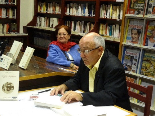 """Michel Lagrange a dédicacé son dernier ouvrage, """"Eclats d'Enfance"""", à la Bibliothèque Municipale de Châtillon sur Seine"""
