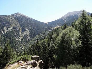 Depuis les collets d'avall (2000m) vue sur le col Mitja (2367m)