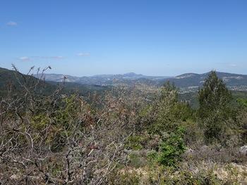 Vue vers l'Ouest,  les massifs du Garlaban et de l'Etoile