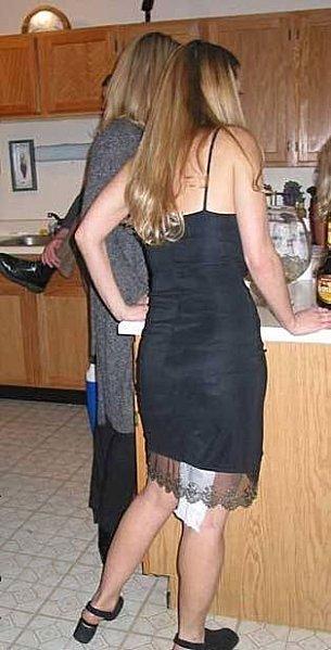 Femme sort des wc