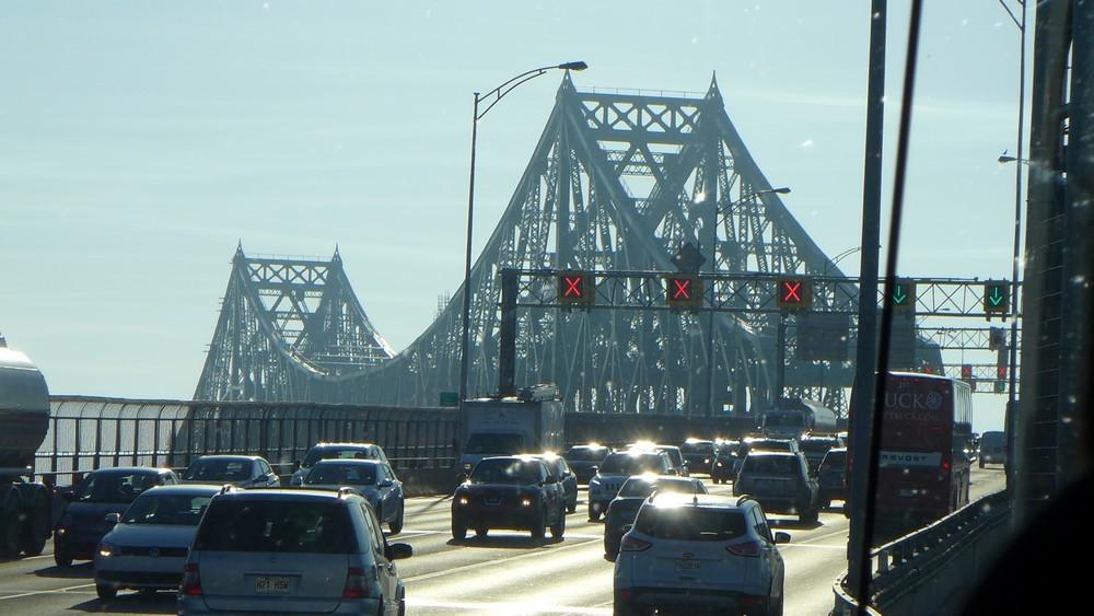 Deux magnifiques ponts au Québec : le pont Jacques Cartier à Montréal et le pont cantilever de Québec...