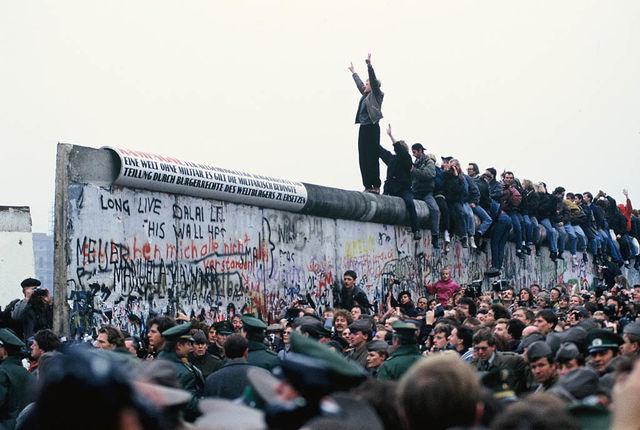 30 ans de chute du mur de Berlin et d' instrumentalisation