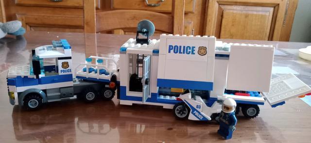 LEGO City - Le poste de commandement mobile