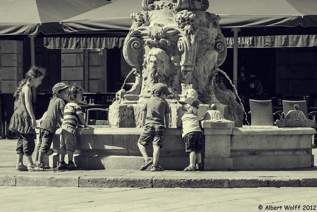 Autour de la fontaine
