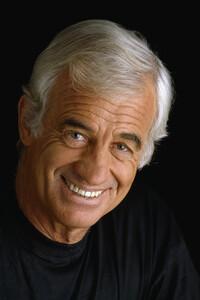 Jean-Paul Belmondo Filmographie :  Jean-Paul Belmondo, né le 9 avril 1933 à Neuilly-sur-Seine, est un acteur français. Il a également été producteur de cinéma et directeur de théâtre. ...