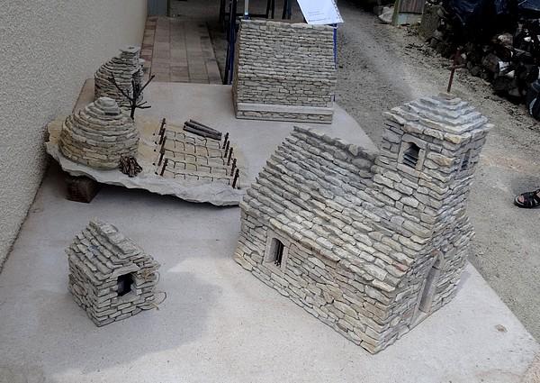 Les constructions miniatures de Jean-Marie Déchaud à Poinçon les Larrey...