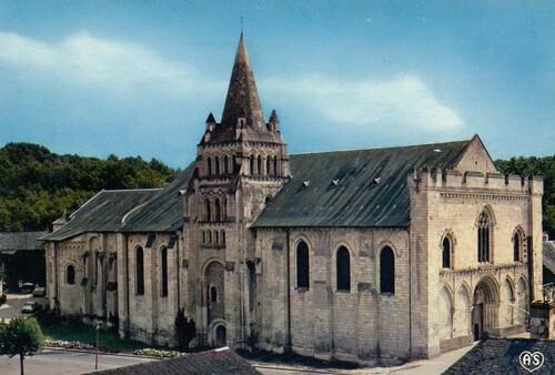 Chênehutte-Trèves-Cunault : église Notre-Dame de Cunault