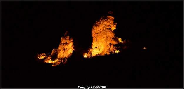 le château de peyrelade la nuit
