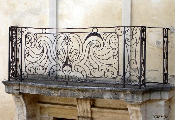 Balcons ouvragés à Carpentras