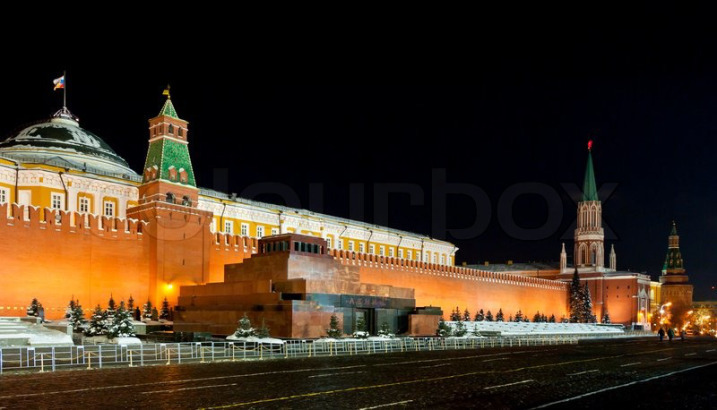 mausoleum-of-lenin-by-night
