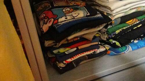 teeshirt , cosplay ,casquettes , pantoufles