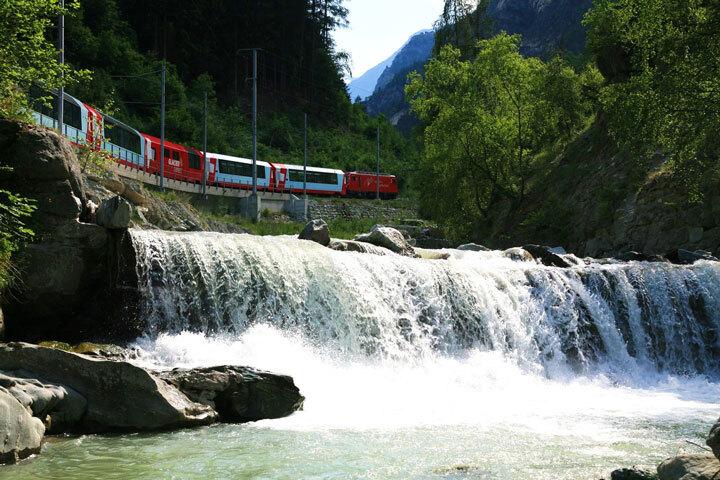 embarquez-a-bord-de-ces-trains-qui-sillonnent-les-alpes-pour-un-voyage-a-flanc-de-montagne-epoustouflant3