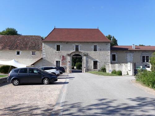 L'entrée du Château chapeau Cornu