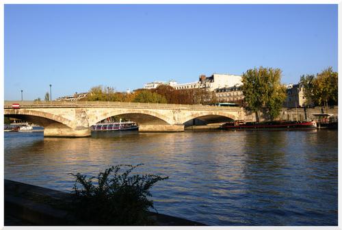 Un matin d'automne en bord de Seine à Paris.2