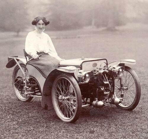 Les femmes et les 3 roues- three weels