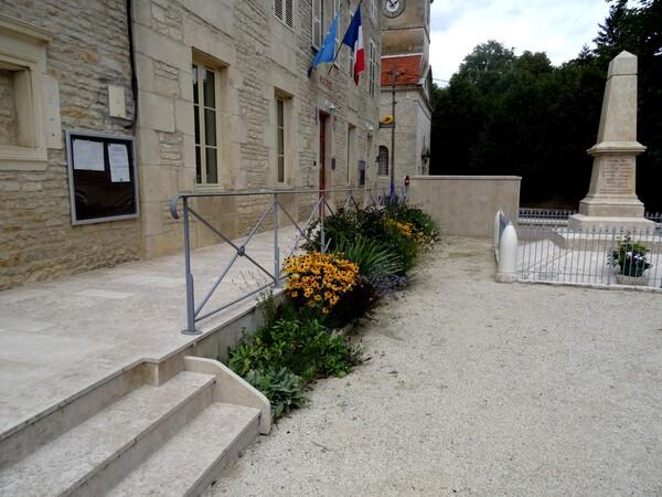 Chamesson, village fleuri...
