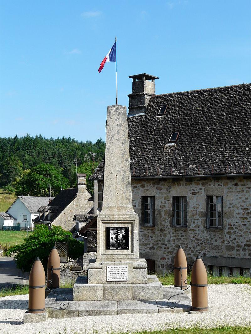 Hautefage monument aux morts (1).JPG