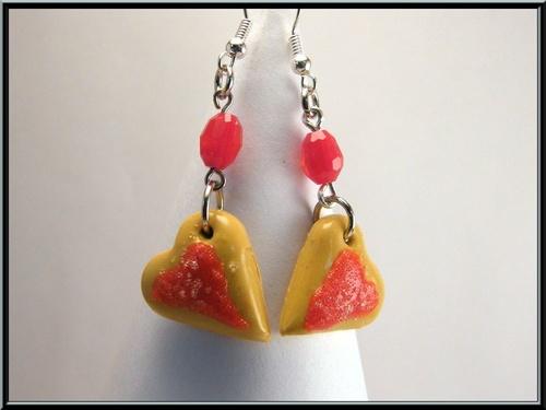 Boucles d'oreille biscuit petit coeur à la fraise en Fimo