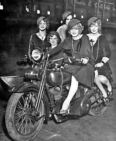 La moto à plusieurs, c'est bien meilleur...