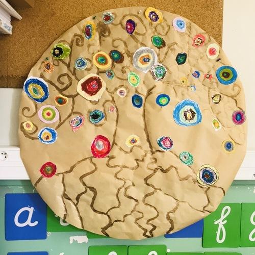 À la manière de Gustav Klimt : les arbres de vie et le printemps (graphisme : vagues, ronds, spirales)