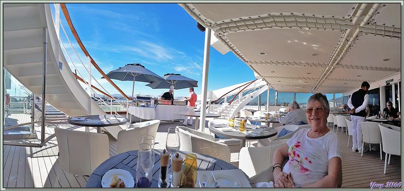 Dernier déjeuner sur le pont arrière du Lyrial, le lendemain matin, à 7 heures, nous quitterons le navire - Cape Town - Afrique du Sud