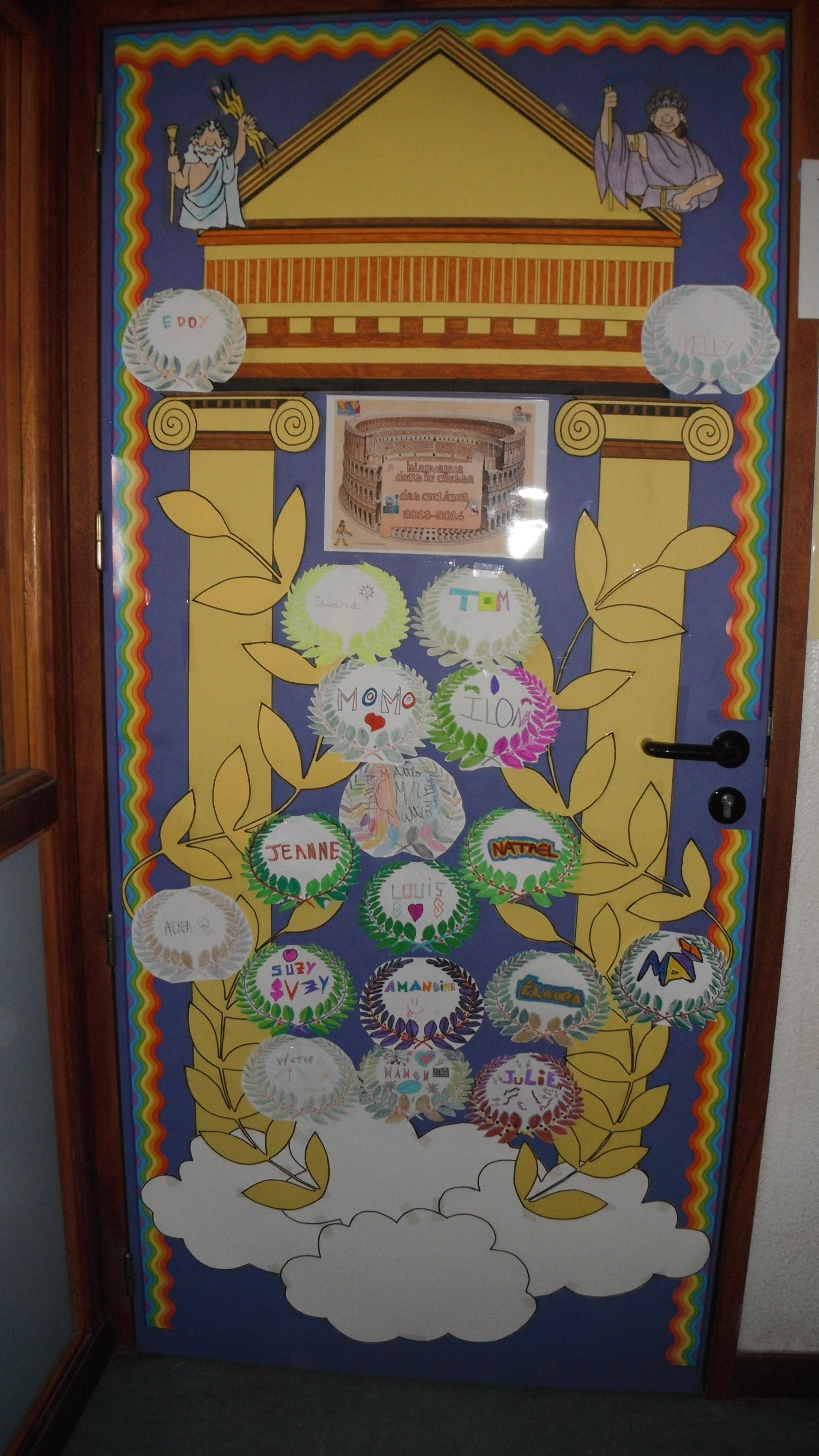mythologie : couronne décoration de porte de classe