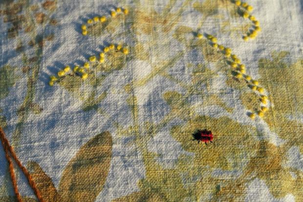 Livre textile brodé