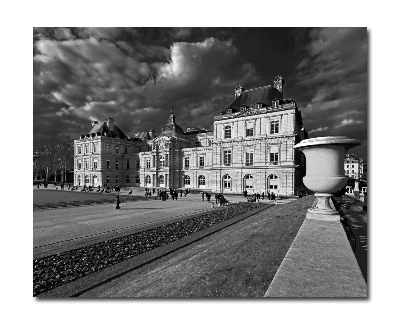 Paris Jardin du Luxembourg Le pot du Sénat