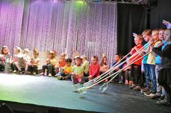 Le 19 mai, les élèves de l'école font le spectacle