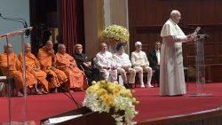 Le Pape François prononce un discours devant les responsables religieux de Thaïlande, le 22 novembre 2019, à l'université Chulalongkorn de Bangkok.