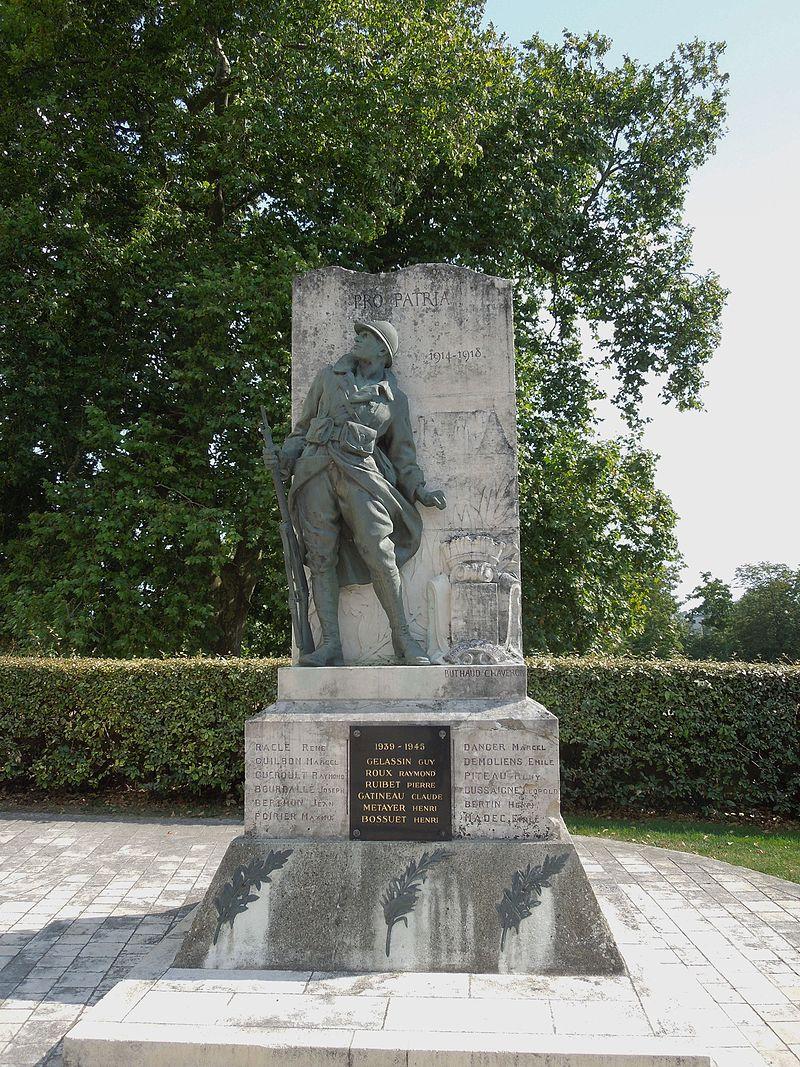 Jonzac, war memorial.jpg