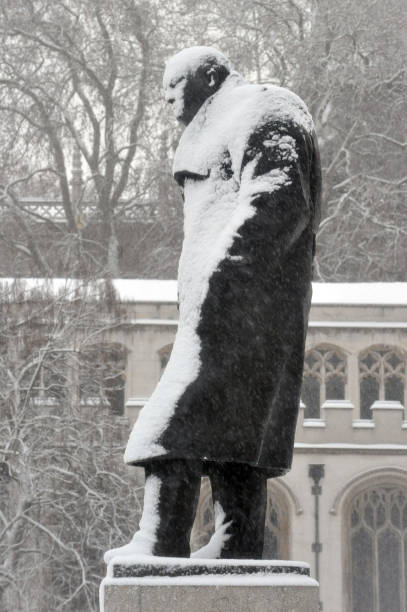 https://media.gettyimages.com/photos/statue-of-winston-churchill-in-parliament-square-is-cover-in-snow-as-picture-id808689366?k=6&m=808689366&s=612x612&w=0&h=DIwSDKfHz1Zfn4G9-pi8nOwcz1u7ZK-D3CbtLhEYNAk=