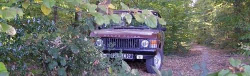 Le Range Rover se fond à merveille dans la nature tourangelle