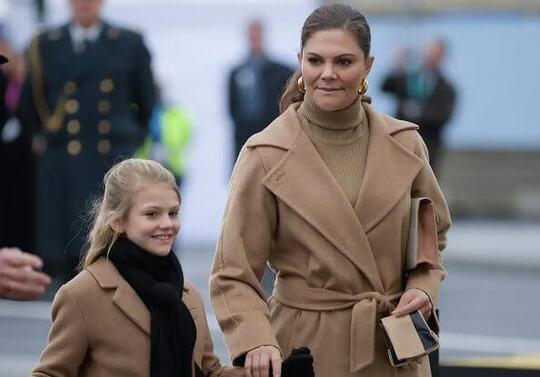 Le roi de Suède avec Victoria et Estelle