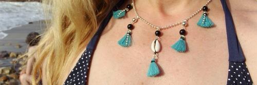 Collier bijoux pompons turquoises