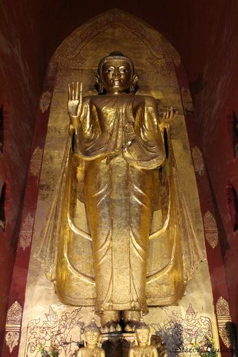 Statue en or de l'Ananda Phaya