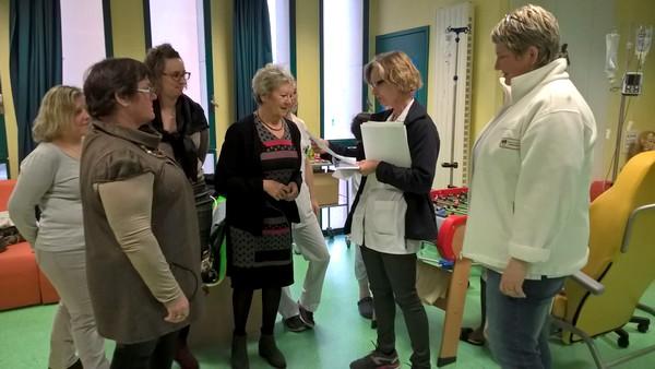 """L'association """"LZ"""" (Elles aident)  a remis un chèque de 1000 euros au service Pédiatrie du CHU de Dijon"""