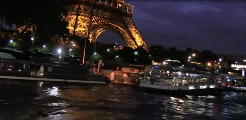 Paris vue de le Seine en péniche