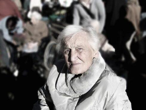 Personne âgée maltraitance