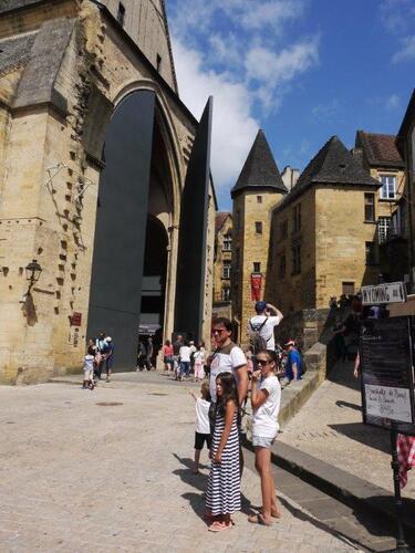"""Les portes monumentales de """"l'église du marché"""""""