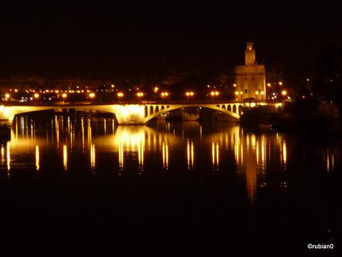 Le pont San Telmo, près de la torre d'oro, Séville
