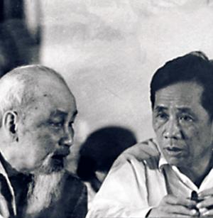 Ho Chi Minh et Le Duan, secrétaire général du PC vietnamien (7 avril 1907 - 10 juillet 1986)