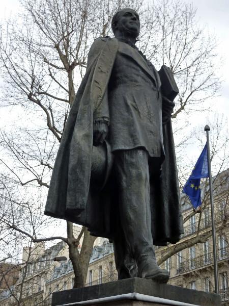 47 - Statue du Baron Haussmann
